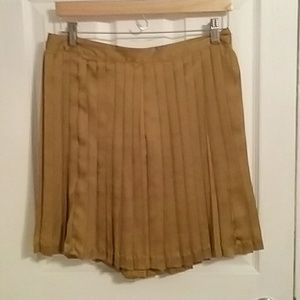 Mustard yellow pleated Gap skirt. Bow on back.